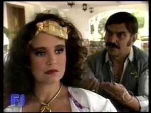 Conflito conjugal: Sinhozinho Agripino Malta não aceita as pretensões da sra. Porcina, pois lugar de mulher é na cozinha.