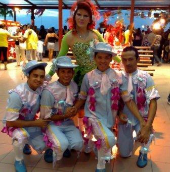 QUADRILHA: A UDN aproveitou para fazer uma festa junina na Parada Gay.