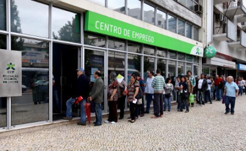 DISCIPLINA: Os eleitores infantis paulistas prometem manifestar-se formando uma linda fila para agradecer à UDN sua terceirização.